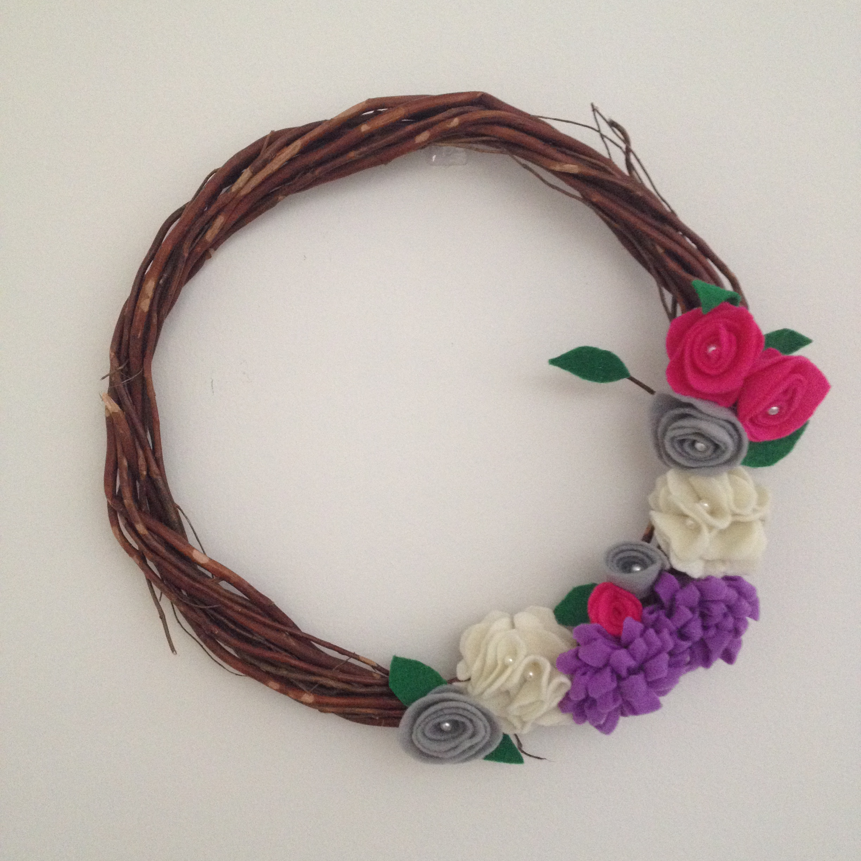 Felt Flower Wreath | AMODERNCINDERELLA.COM