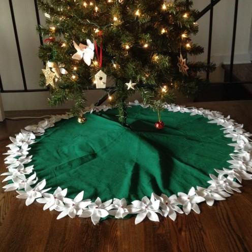 Felt Poinsettia Tree Skirt from AMODERNCINDERELLA.COM