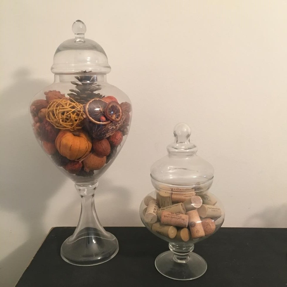 I find it cozy and welcoming when our home reflects what we are seeing outside. However, this also comes with a TON OF STUFF, and it all costs money! Try my ideas to decorate your home for the seasons and holidays with ONE BIN OF STUFF!   AMODERNCINDERELLA.COM